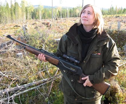 Kvinna med gevär