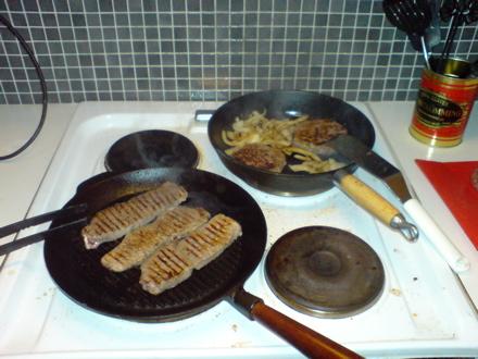Syrrans granne är veckans stekare - Här steks kött i långa banor.