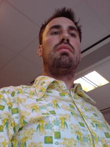 Skjorta med gul och grön dekor - Jag vet inte