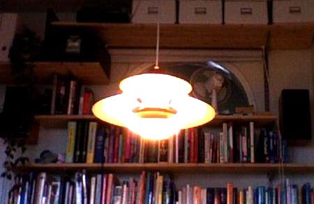 Mystiskt ufo inne på redaktionen