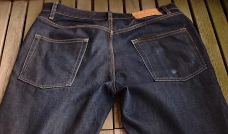 Blå jeans i fint skick säljes till högstbjudande
