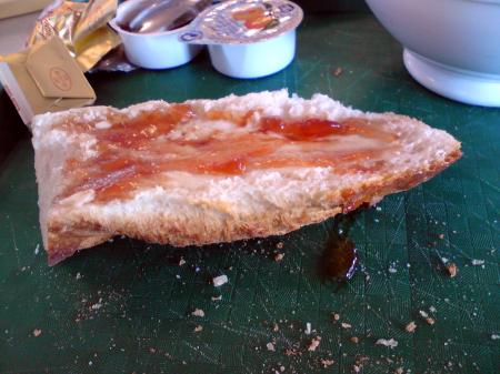 baguette, med smör och sylt