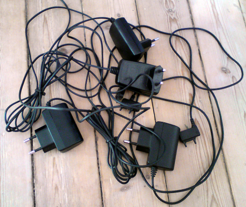 Fyra laddare till SonyEricsson-telefoner