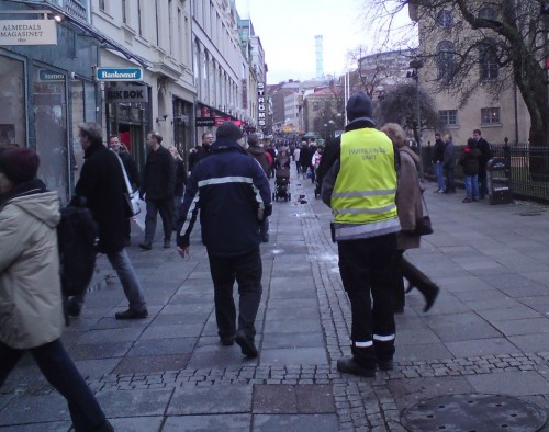 Här står en P-lisa på post, på Kungsgatan i Göteborg